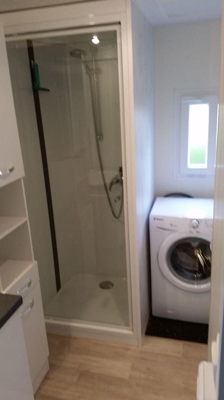 Waschmaschine, großzügiges Duschbad